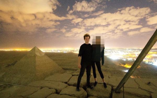 Egito investiga casal que aparece em vídeo escalando Pirâmide de Quéops