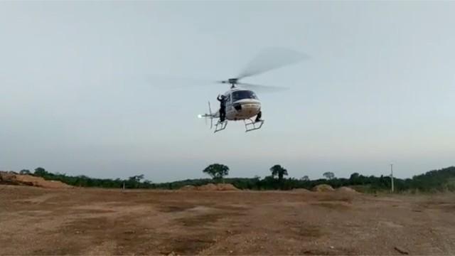 Helicóptero reforça operação de buscas à quadrilha que matou policial durante confronto em Pequizeiro; VEJA VÍDEO
